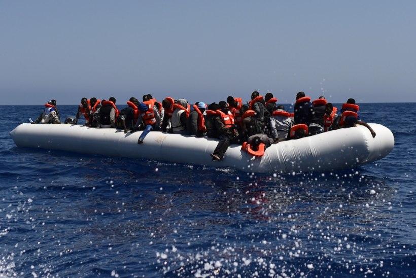 Vahemerel päästeti 5600 merehätta jäänud migranti