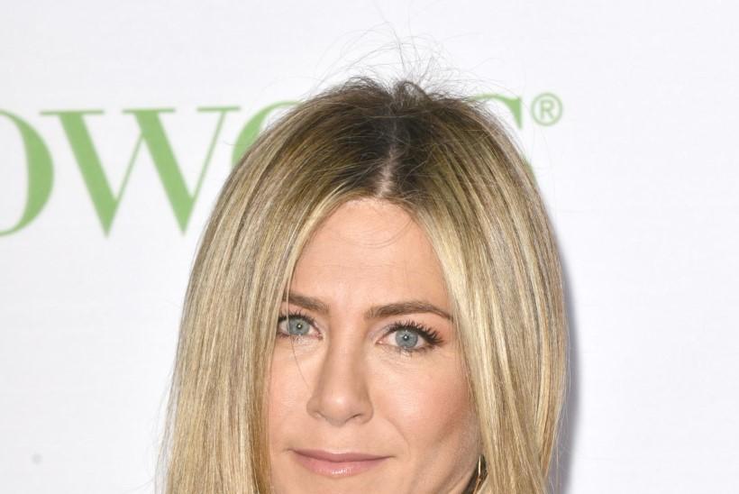 Suri Jennifer Anistoni ema, endine näitleja Nancy Dow