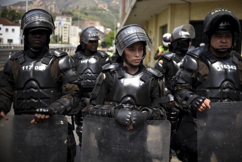 Politsei vabastas 200 seksiorja