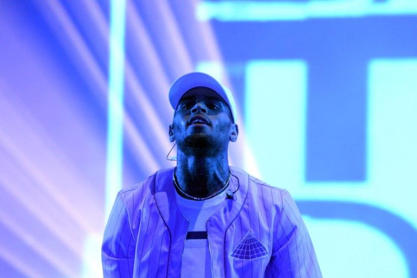Chris Brown kaevati fänni kiusamise eest kohtusse