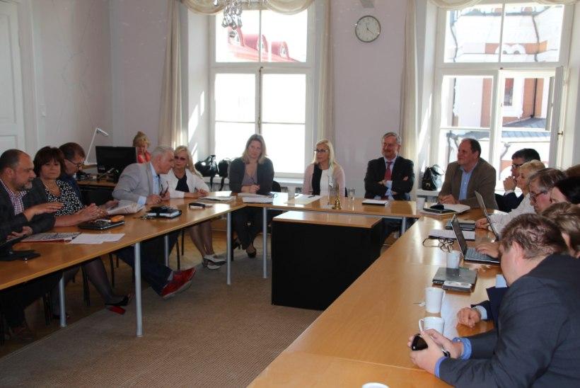 Keskerakonna fraktsioon alustas kohtumisi presidendikandidaatidega - esimene oli Siim Kallas