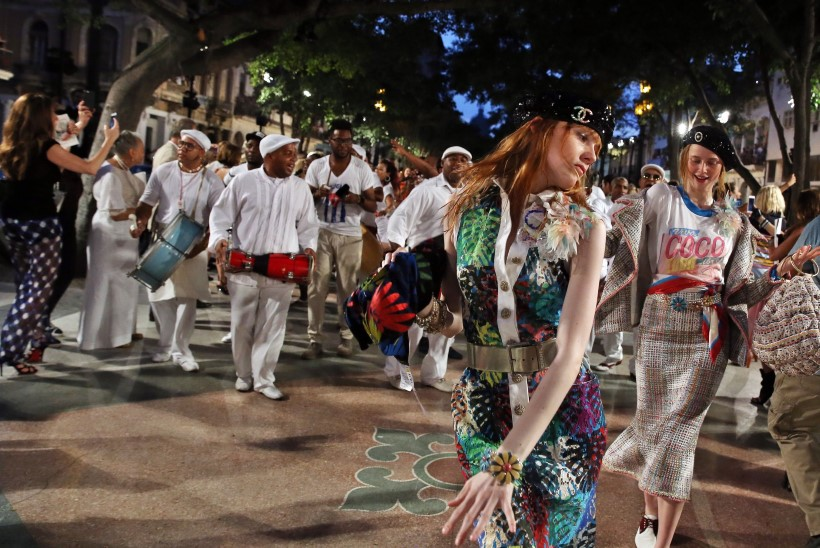 GALERII | Chaneli ülevinge moešõu Kuubal