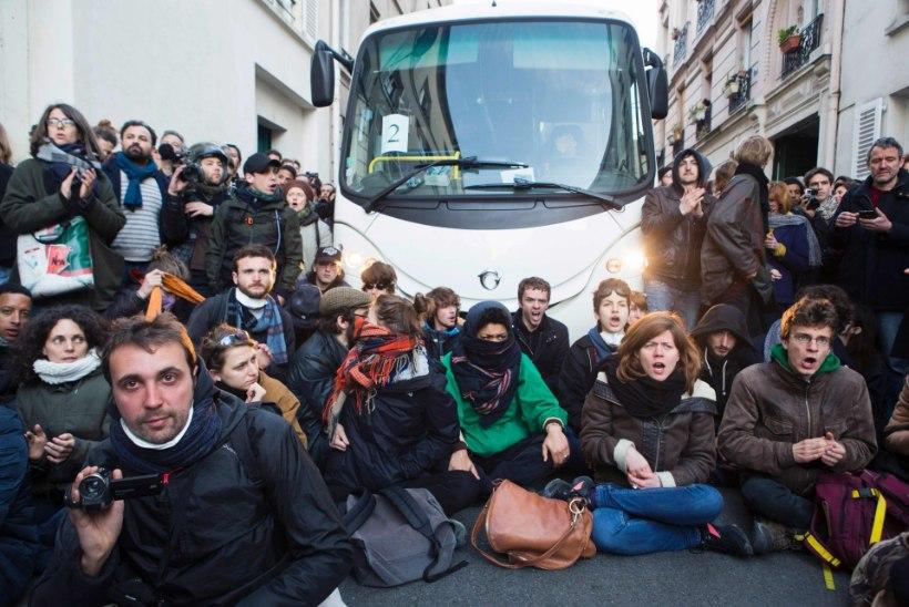 FOTOD | Migrantide evakueerimisel Pariisi koolimajast läks rüseluseks