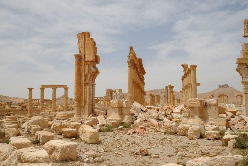 Vene dirigent juhatab orkestrit Palmyra varemetes