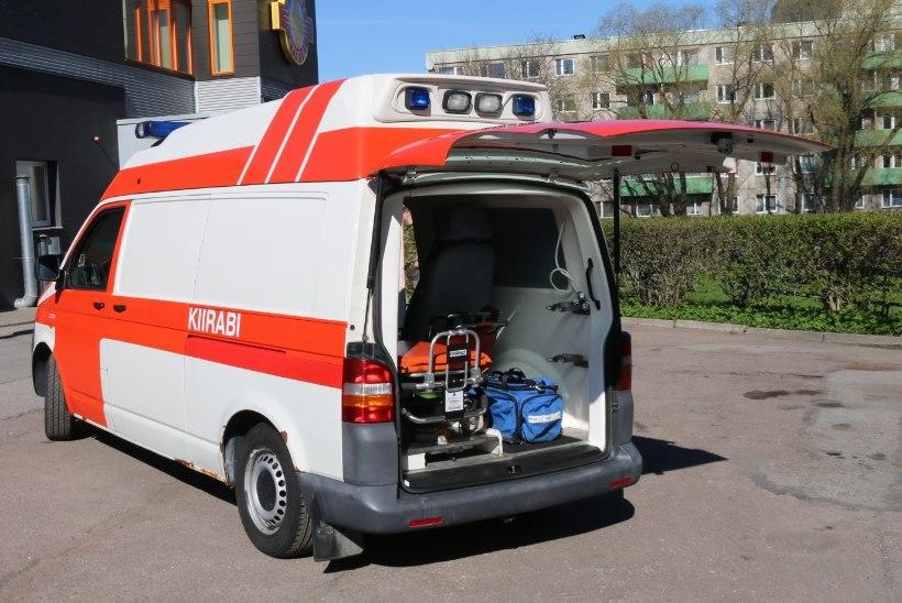 TALLINN KINGIB: Kaitseliidu Tallinna malev sai kiirabiauto