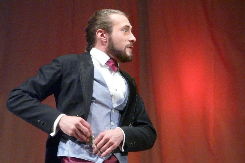 Tudengiteatri hobilavastaja-näitleja-multimees: äge on ju töötada pea, käte ja südamega!