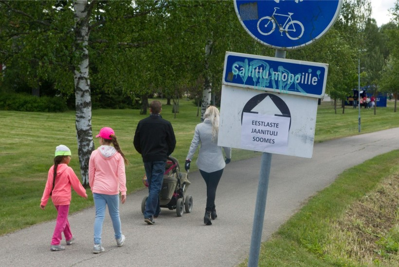 MEGAGALERII JA VIDEO! Eestlased pidasid Soomes võimsa jaanimöllu, kus rahva üleskütmise eest hoolitsesid Smilers, Karl-Erik Taukar Bänd ja Karavan!