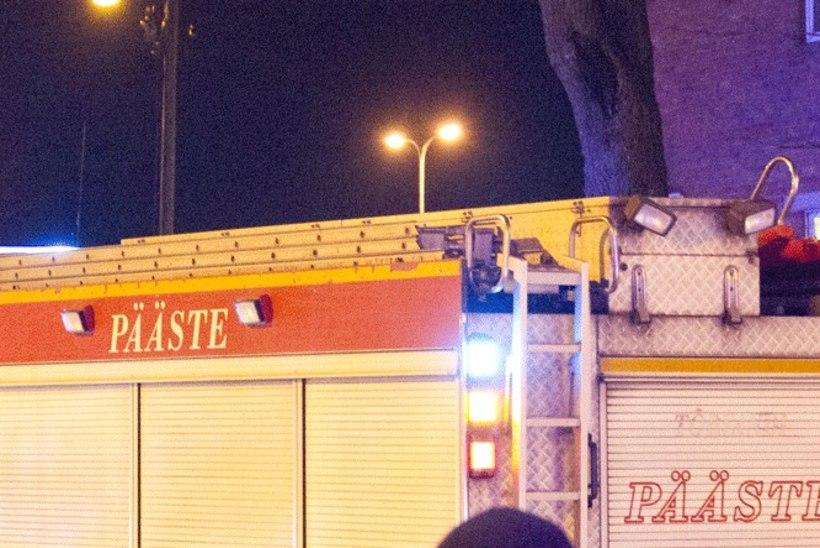 Sillamäel päästeti põlevast korterist keskealine mees