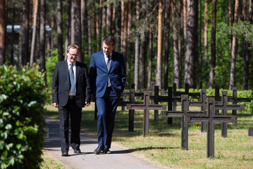 GALERII | Liiva kalmistul mälestati Jaan Tõnissoni ja teisi kommunistliku massimõrva ohvreid