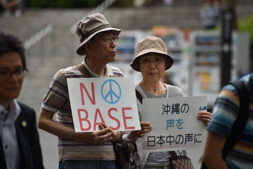 GALERII   Tokyos marsivad USA sõjaväebaasi vastased meeleavaldajad