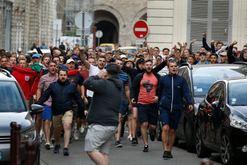 GALERII JA VIDEOD   Lille'i tänavatel valitseb kaos: Vene ja Inglise vutifännid möllavad linnas