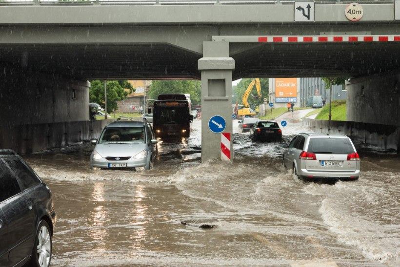 Tartus peatas uputus liikluse