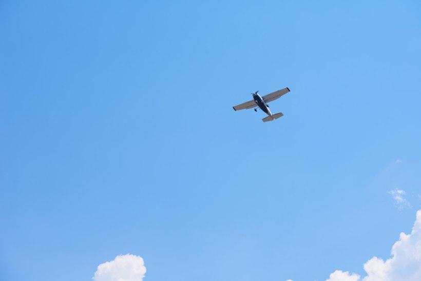 KANGELASLIK PÄÄSTMINE: vetelpäästjad ujusid uppuva lennukini ja päästis piloodi