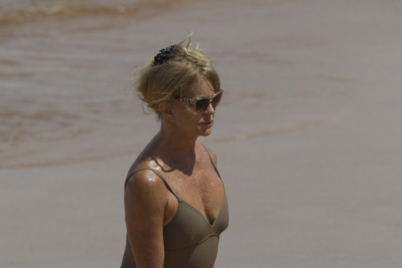 OHOH! Seitsmekümneaastane rannapiiga Goldie Hawn mõnules Hawaiil