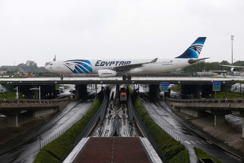 Prantsuse meedia: EgyptAiri lennuk tegi enne katastroofi kolm hädamaandumist
