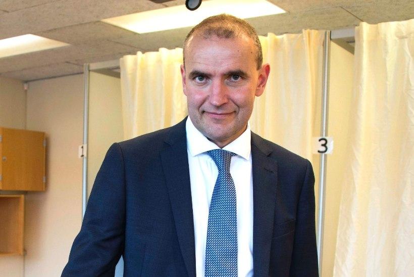 UUS RIIGIPEA PÄRAST 20 AASTAT: Islandi presidendiks valiti Johannesson