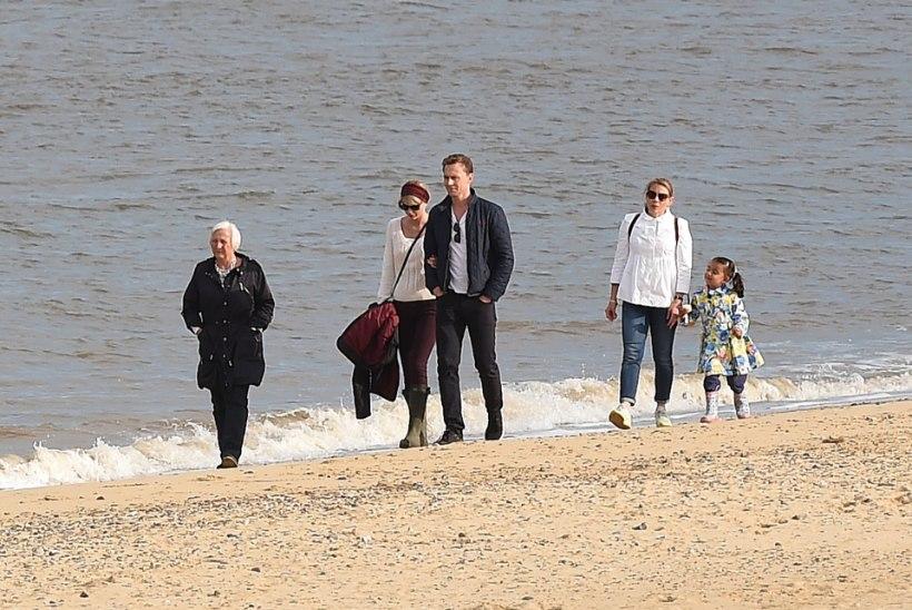 VIST ON TÕSI TAGA: Taylor Swift läks Tom Hiddlestonile ja tolle perele külla