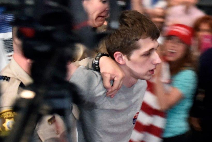 FOTOD | Briti noormees üritas Donald Trumpi maha lasta