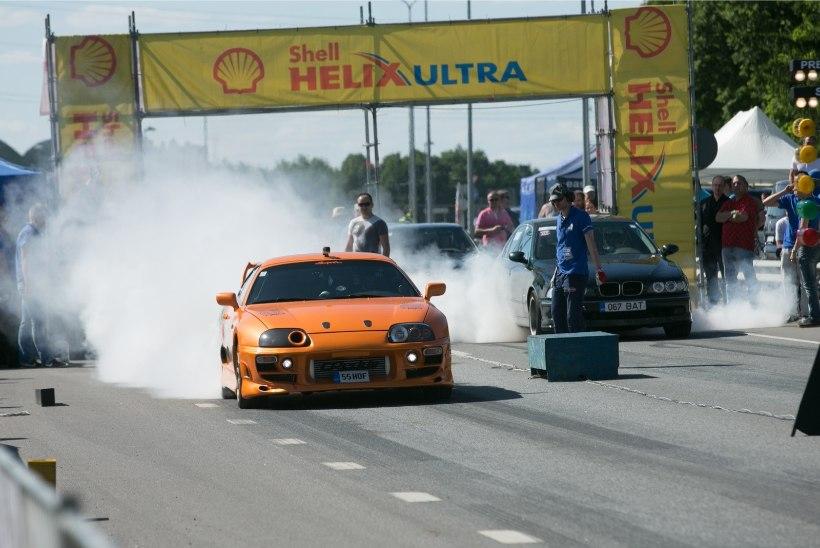 GALERII   Ilusad autod, võimsad mootorid ja rehvisuits kiirendusvõistlusel