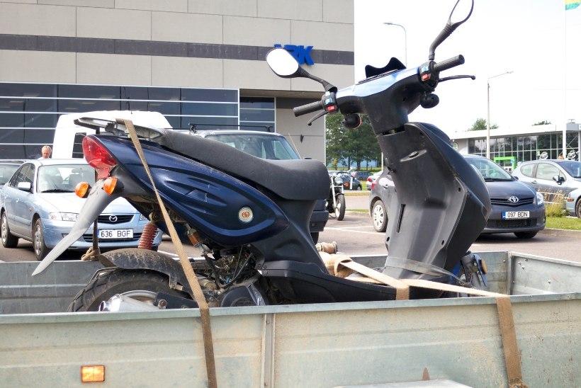 Mopeedijuhid ja mootorrattur sai liikluses viga