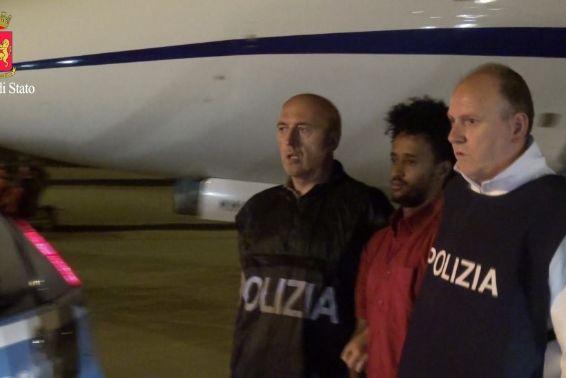 FOTOD   Sudaan andis Itaaliale välja eritrealase, kes on smugeldanud Euroopasse kuni 8000 migranti