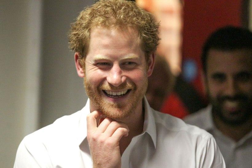 Prints Harry tabati Ellie Gouldinguga suudlemast