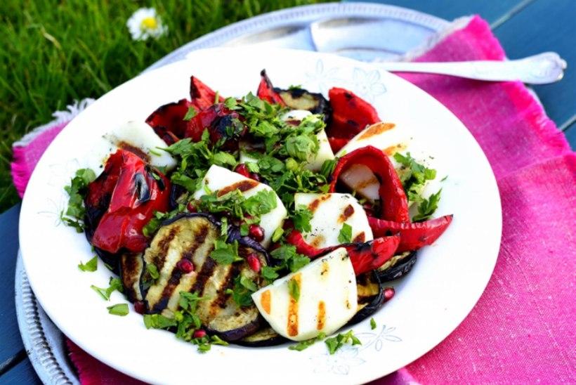 Soe salat baklažaani, paprika ja halloumiga