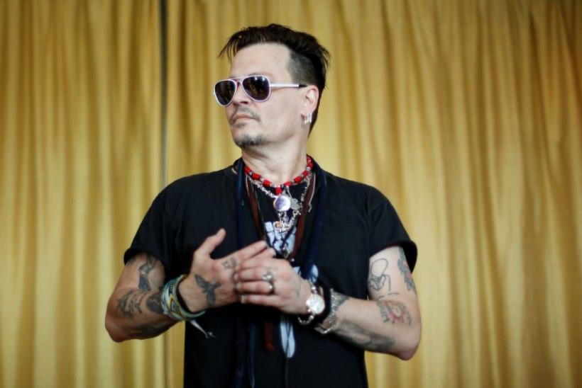 Johnny Depp paneb osa maalikogust müüki