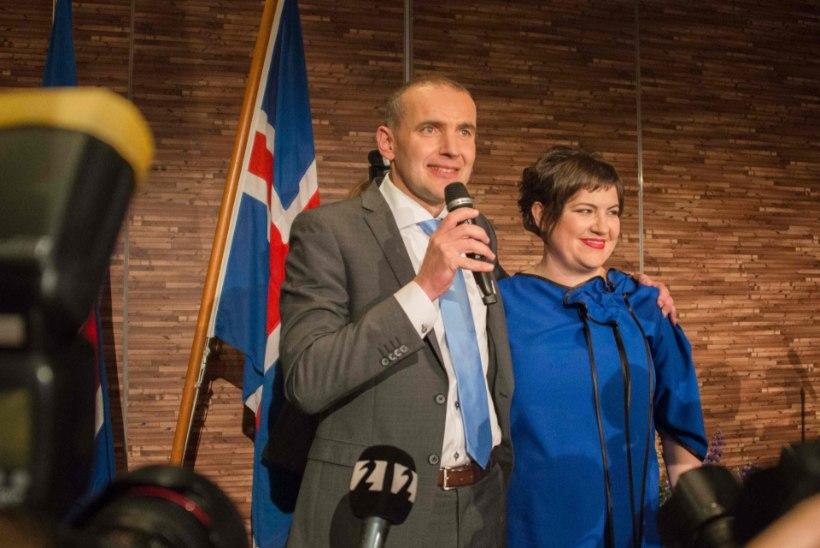 Islandi president jalgpalli EMist: miks peaksin VIP-ruumis šampanjat rüüpama? Mina jälgin veerandfinaali fännide keskel!
