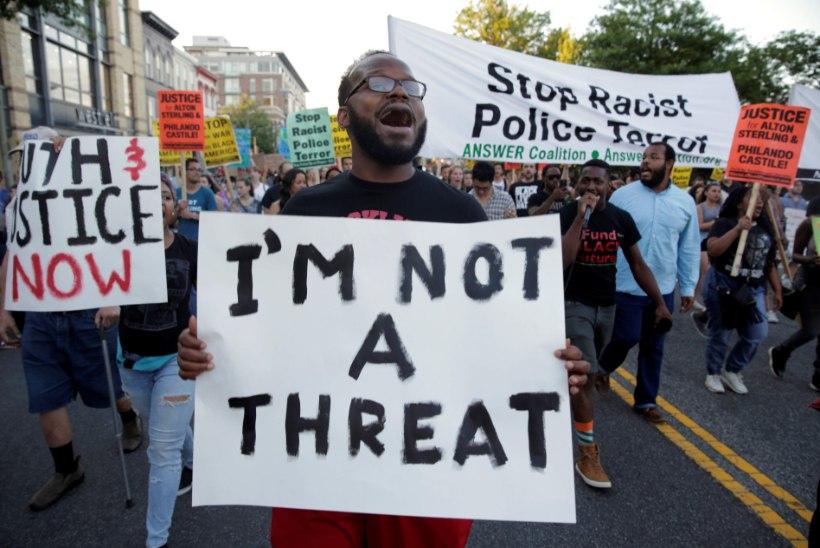 Inimesed tulid tänavaile: tehkem lõpp politseiterrorile!