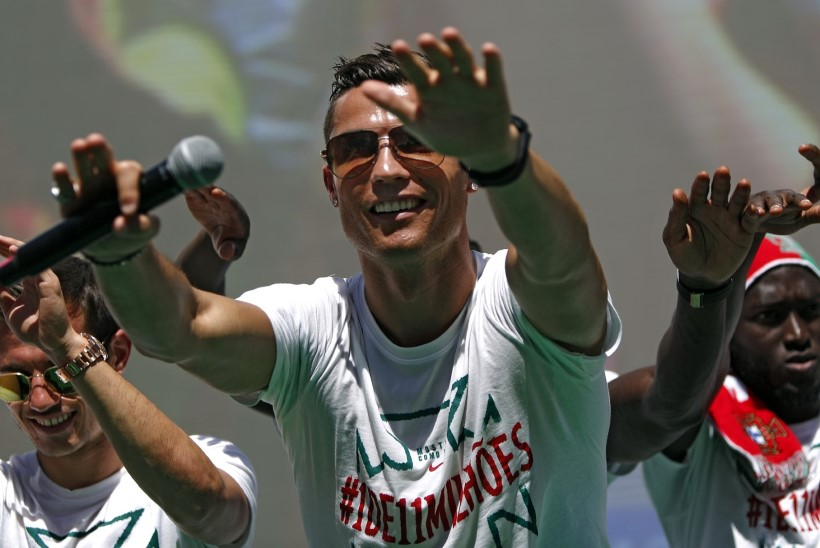 Forbese TOP 100 - Ronaldo ees, Messi järel, Šarapova lõppu paisatud