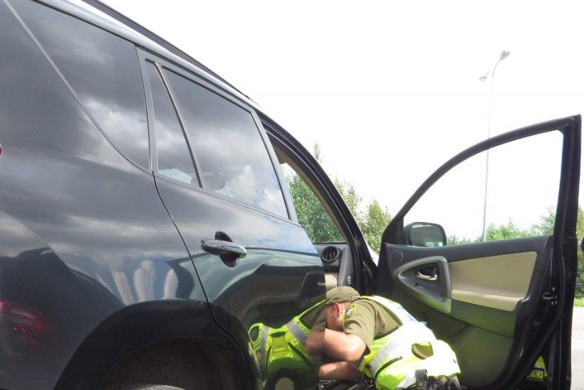 Kasutatud autodel lasub vargusekahtlus – piirivalve kontroll maanteeametist vingem