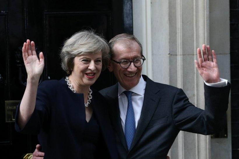 Kuninganna Elizabeth II nimetas uueks peaministriks Theresa May