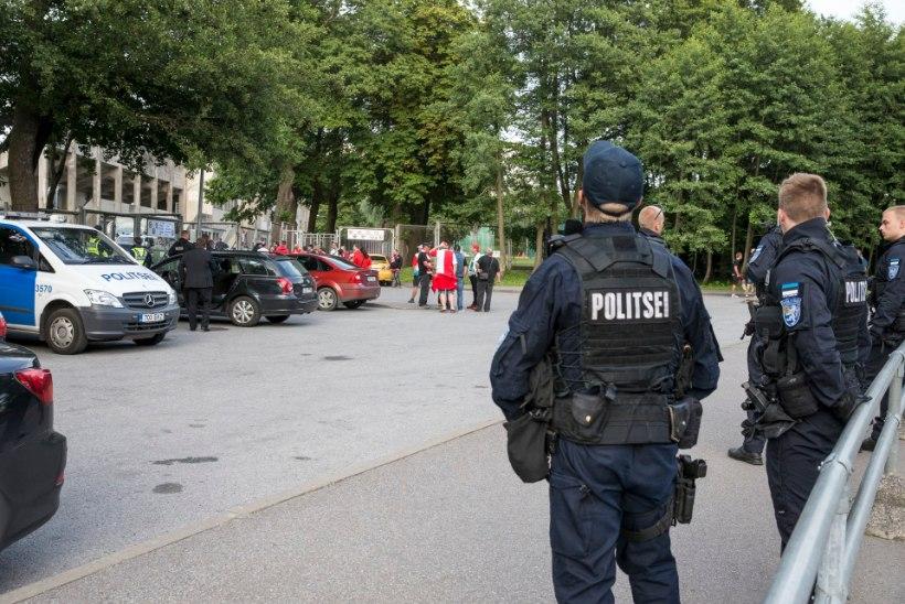 GALERII | Eesti politsei turvas Slavia meeskonda pettunud fännide eest