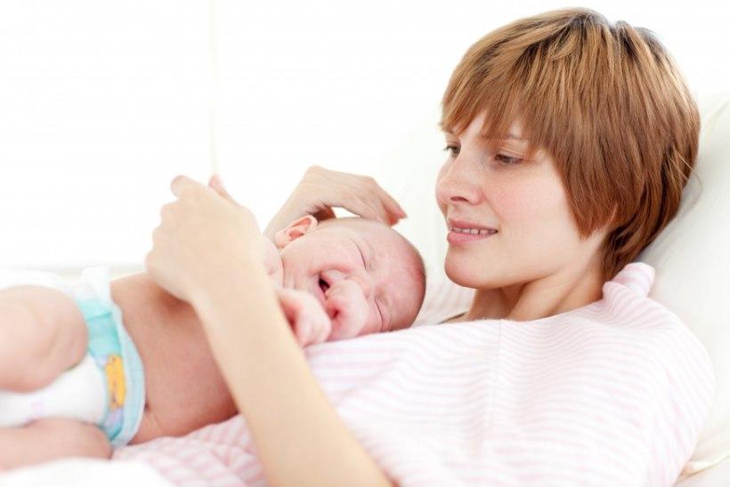 Kliinikumi sünnitusabi spetsialistid õpivad vastsündinutega seotud kriitilistes olukordades toimetulekut