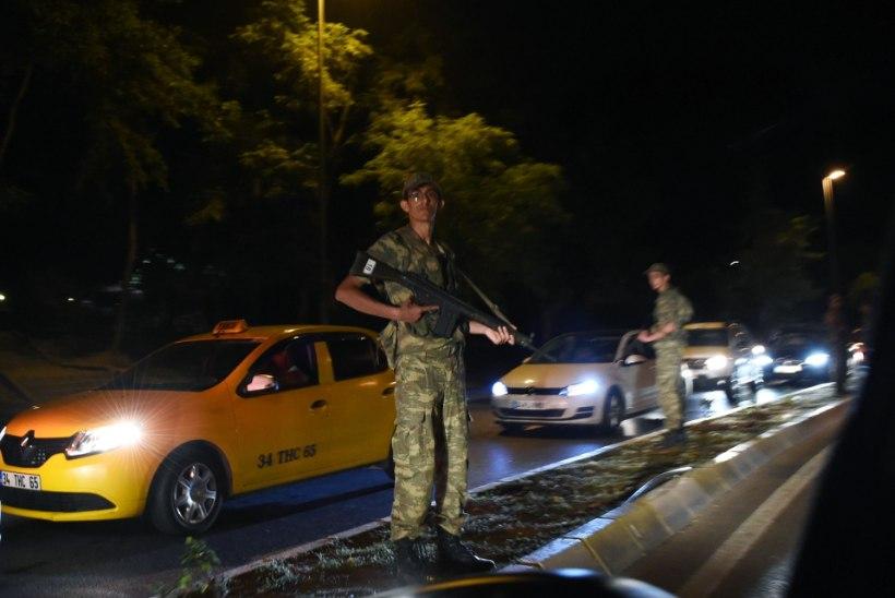 RIIGIPÖÖRDEKATSE TÜRGIS: Sõjavägi üritas võimu haarata, valitsuse teatel on mäss maha surutud - hukkunuid 161