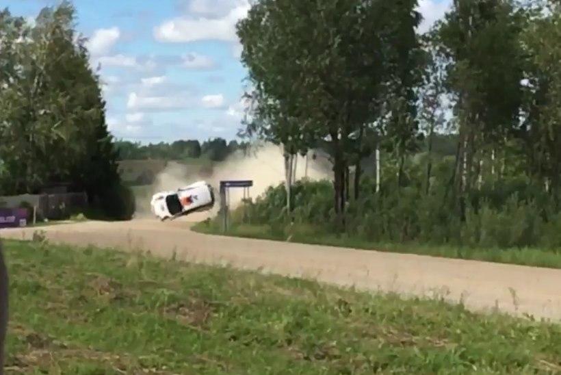 VIDEO | Ka teine Jaapani rallisõitja tegi Rally Estonial ränga avarii