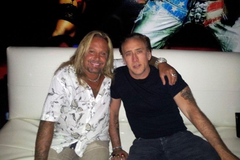 Mötley Crüe laulja tümitas võõrast naist
