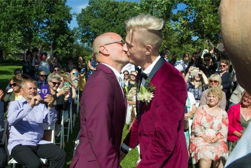 Eile peeti Viimsis Eesti esimest samasooliste kurtide pulma