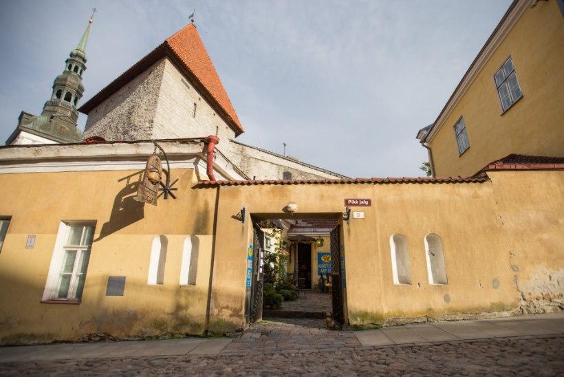 TALLINNAS KUMMITAB: vanalinna kohvikus palvetab surnud munk, Stenbockis hõljub verine tütarlaps!