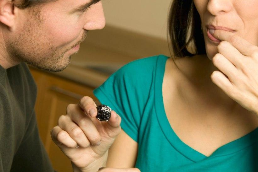 KUI SOOVID HEAD SEKSI | Viis üllatavalt kasulikku toiduainet, mida mehele pakkuda