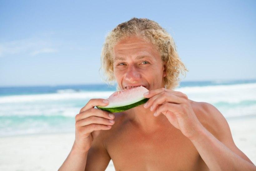 MEESTELE: mida süüa suvel seksuaalsuse turgutamiseks?
