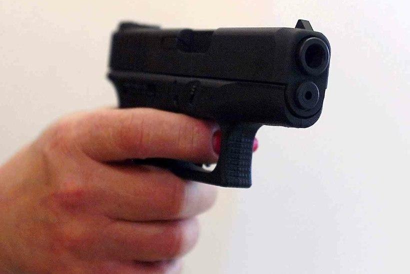 KAS SEE ON TULISTAJA: veebis jagatakse videot, kus mees Münchenis relvaga vehib