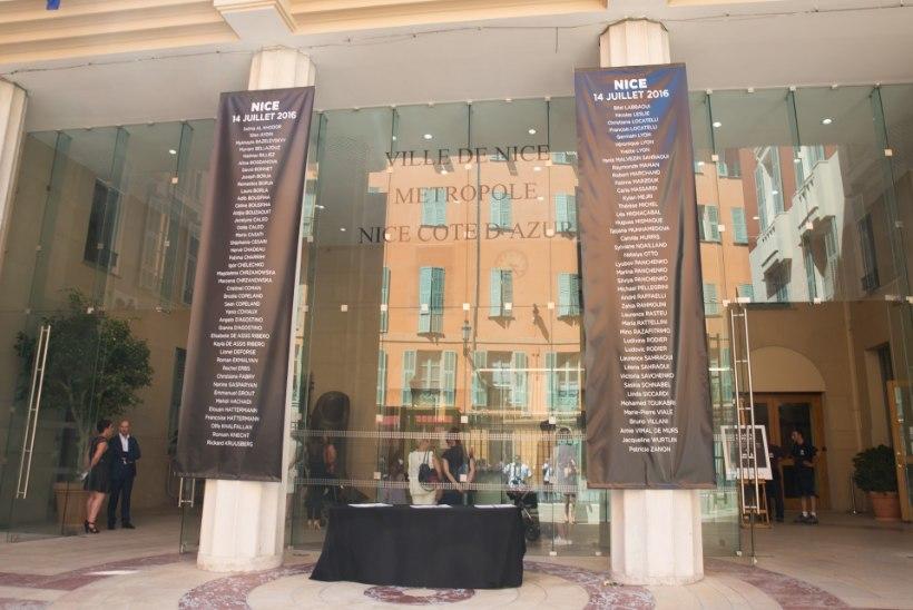 FOTOD | ÕHTULEHT NICE'is: terrorirünnakus hukkunuid mälestatakse väärikalt