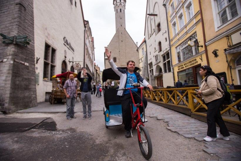 Velotaksod sõidutavad Tallinna vanalinnas kliente linnavalitsuse keelust hoolimata