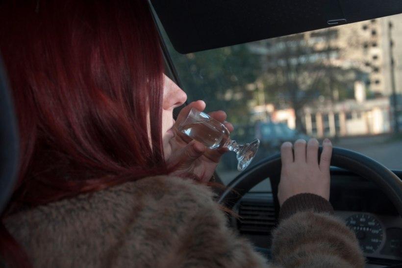 Purjus naine sõitis politseijaoskonda: ärge laske mul sõita!