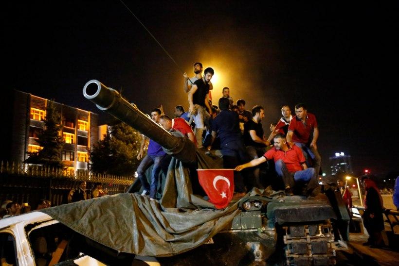 Ats Miller | Türgi riigipöörde kehv teater