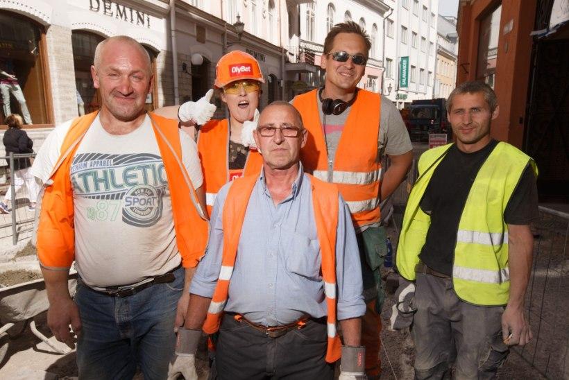Kristel Aaslaid aitas Viru tänavat remontida