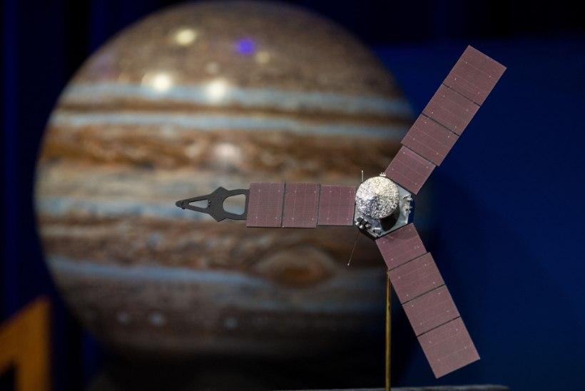 NASA uurimisjaam Juno hakkas Jupiteri ümber tiirlema: sond piilub planeedi paksu pilvekihi alla