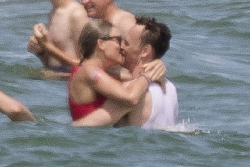 FOTOD | Taylor Swift musitas oma uue kallimaga ookeanilainetes
